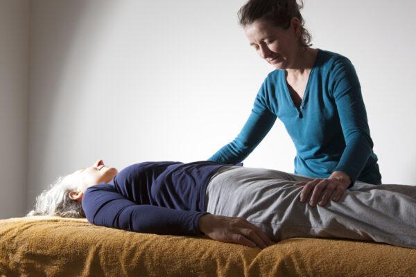 Le toucher d'éveil sensoriel des fascias 12